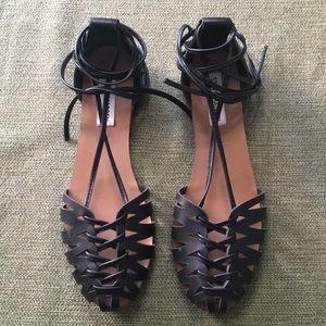 Steve Madden Leaondra Black Flat Sandal Sz 7.5